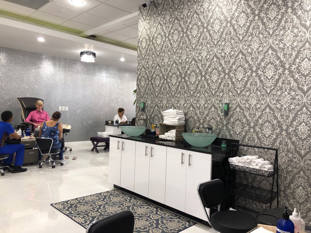 Encore Nails & Spa: 204 S Ocean Blvd, Lantana, FL