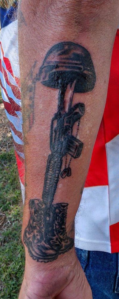 Creative Designs Tattoo: 216 Heinlen St, Lemoore, CA