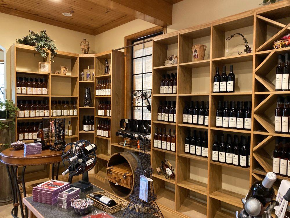 Pizzadili Vineyard & Winery: 1683 Peach Basket Rd, Felton, DE