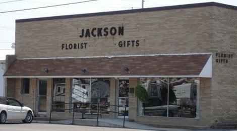 Jacksons Florist & Gifts: 205 N Walnut St, Dexter, MO