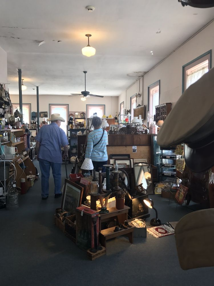 Antiques On the Square: 101 Main St, Chardon, OH