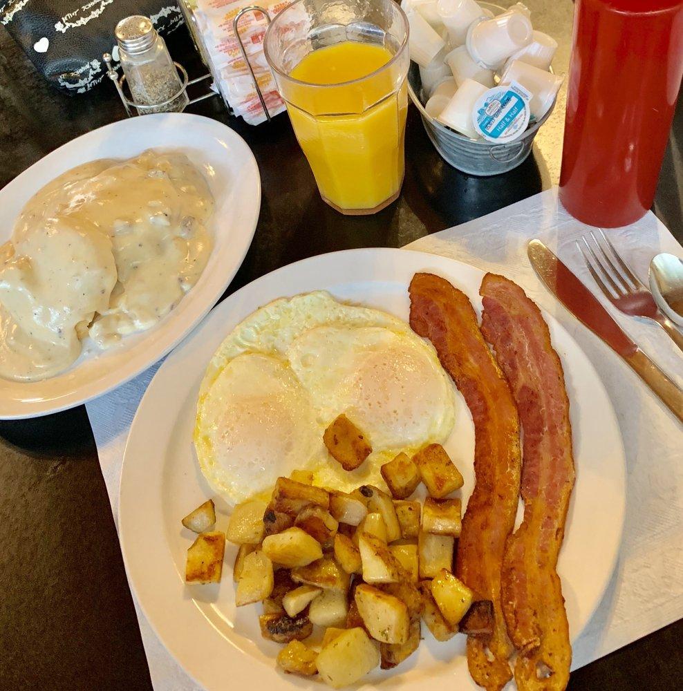 Woods Creek Cafe: 18256 State Hwy 108, Jamestown, CA