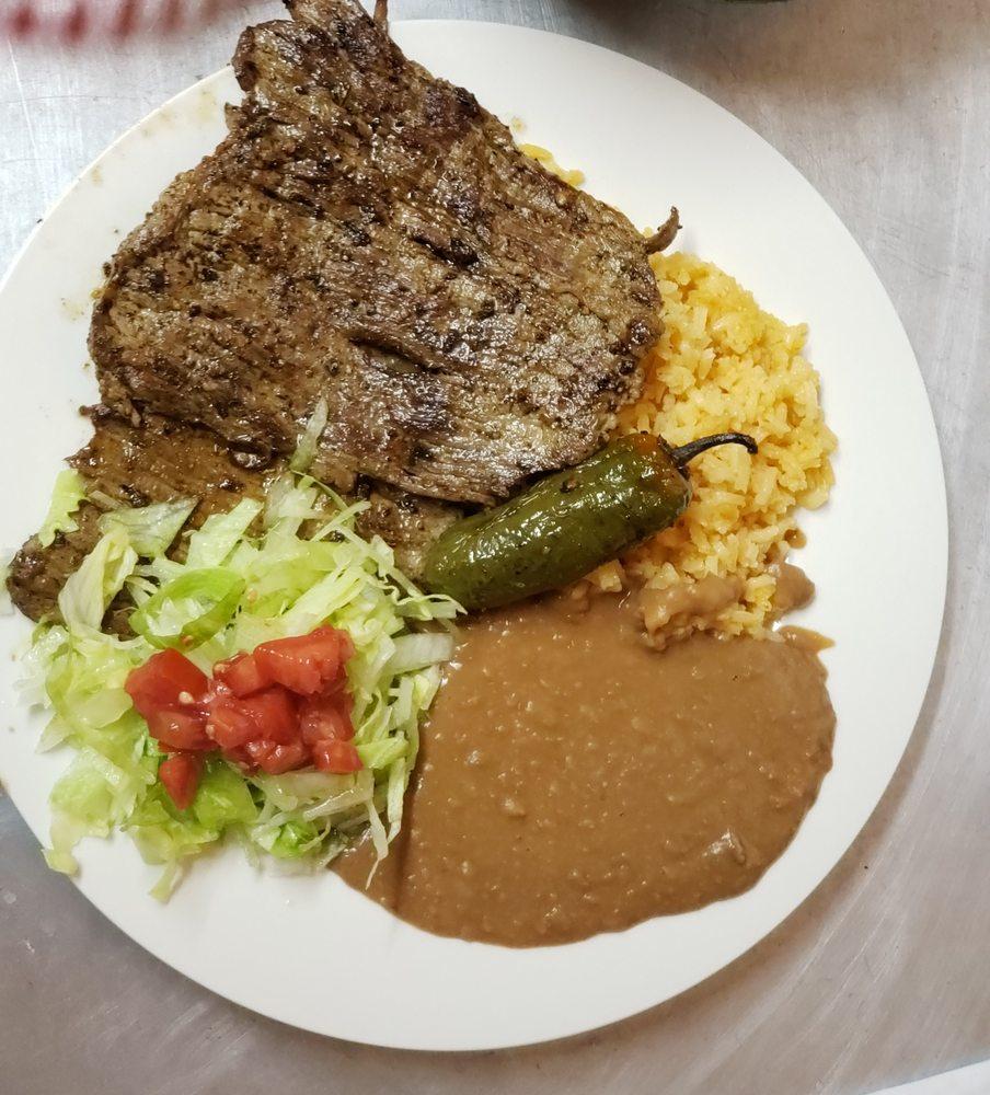 Los Perez Family Restaurant: 4938 US Hwy 17 N, Bowling Green, FL