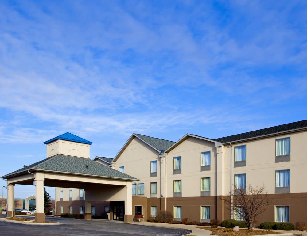 Holiday Inn Express & Suites Bourbonnais: 62 Ken Hayes Drive, Bourbonnais, IL
