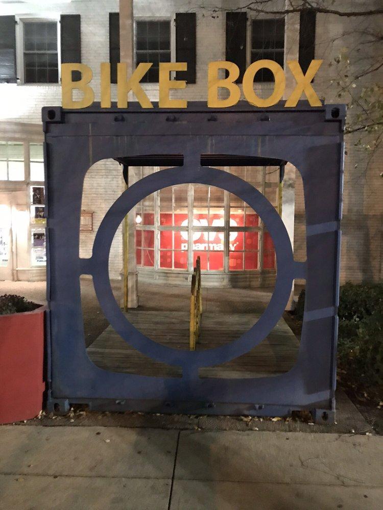 Shaker Square: Shaker Blvd, Cleveland, OH