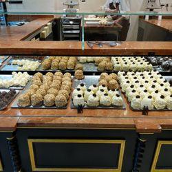 Aux Merveilleux de Fred , 22 photos \u0026 31 avis , Pâtisseries