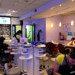 Candy nail salon 13 fotos y 85 rese as manicura y for 111 maiden lane salon