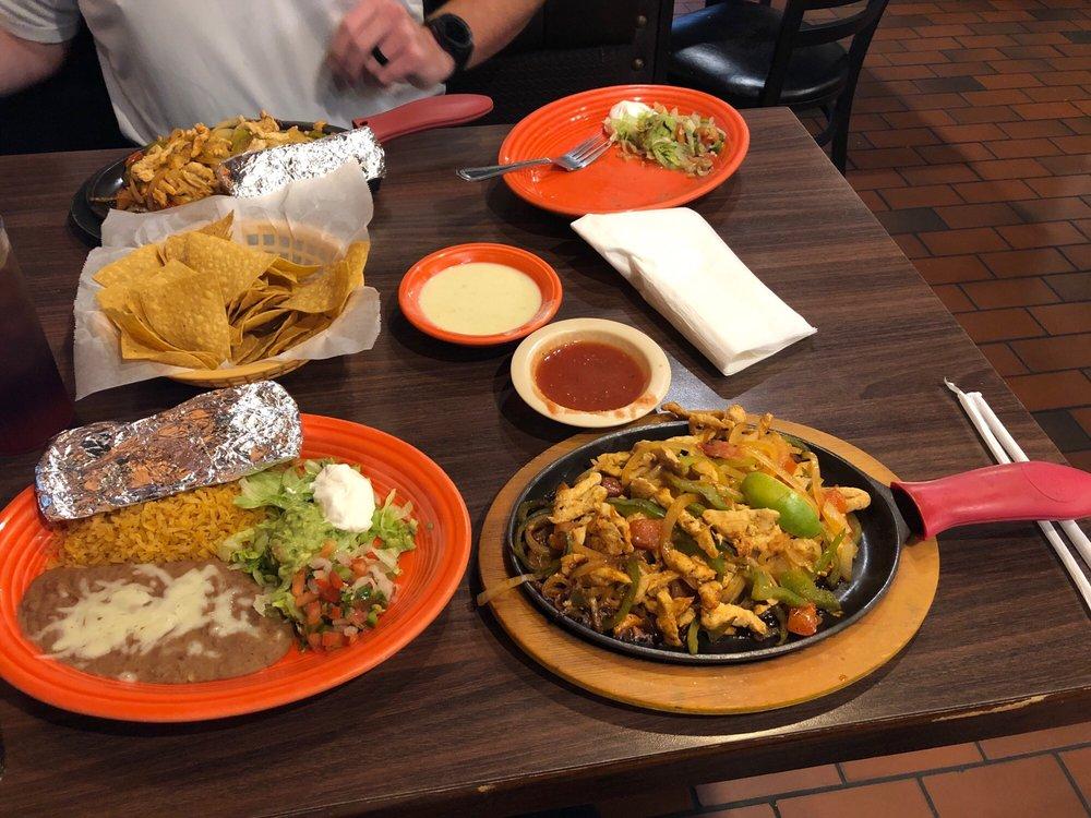 El Toro Mexican Restaurant: 2610 E Cherokee Ave, Sallisaw, OK