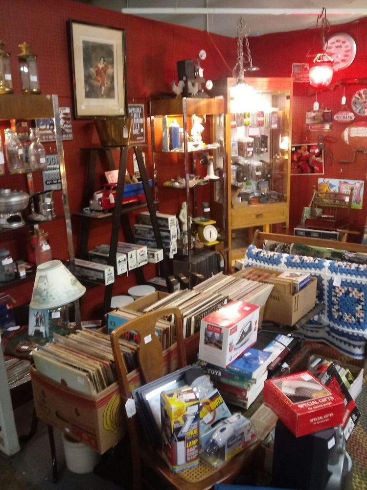 Rt. 340 Harpers Ferry Indoor and Outdoor Flea Market: 197 Halltown Rd, Harpers Ferry, WV