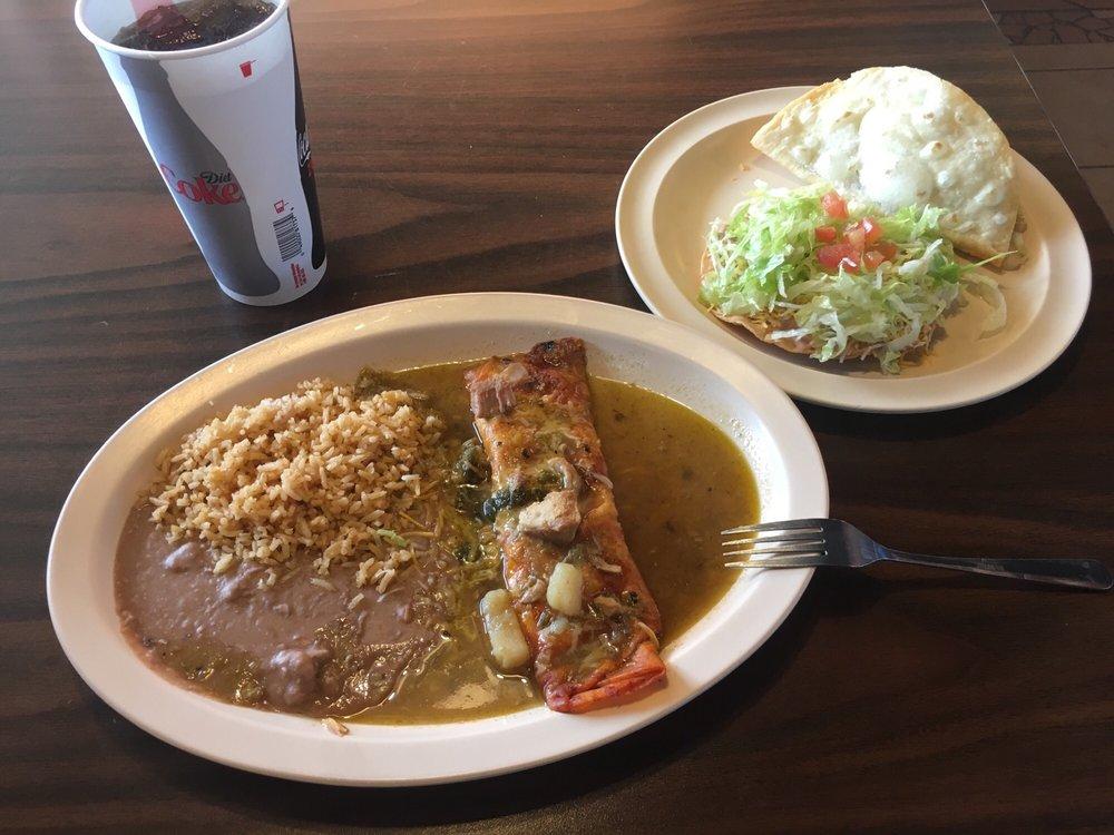 Sandy's Burritos: 2925 N 10th St, Gering, NE