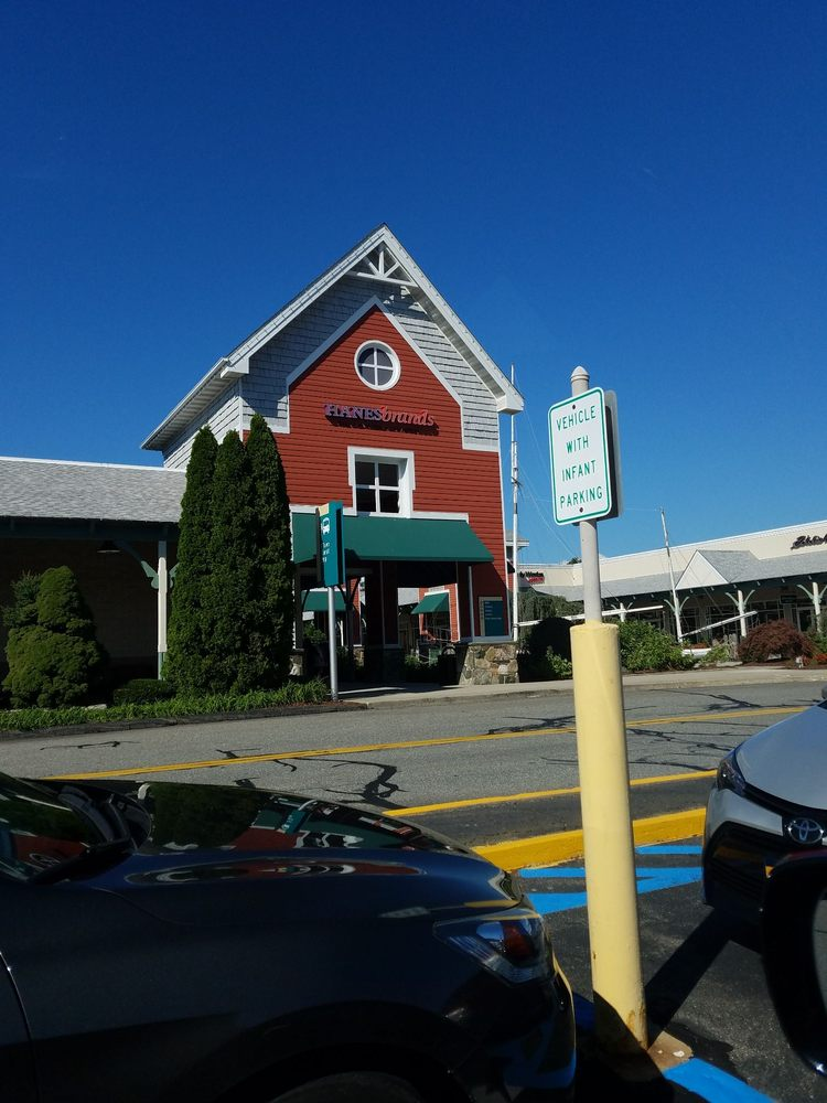 Westbrook Outlets: 314 Flat Rock Pl, Westbrook, CT