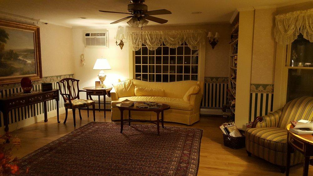 Eastman Inn: 2331 White Mountain Hwy, North Conway, NH