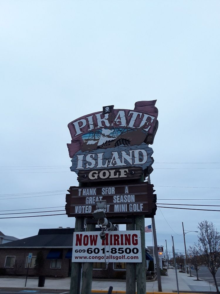 Pirate Island Miniature Golf: 2738 Dune Dr, Avalon, NJ