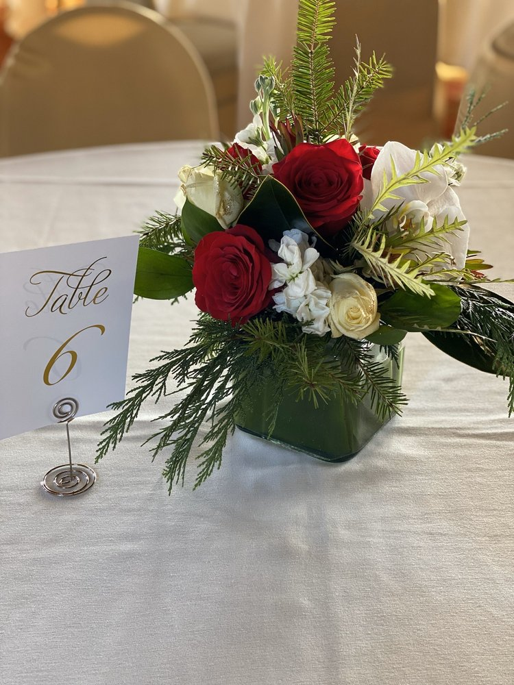 Flowers Fresco: 628 2nd Ave, Crockett, CA