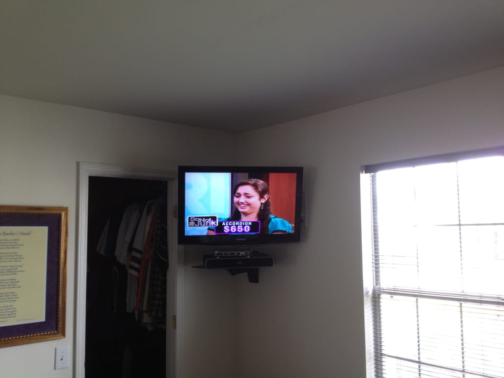 lcd tv wall mount installation in the corner with space. Black Bedroom Furniture Sets. Home Design Ideas