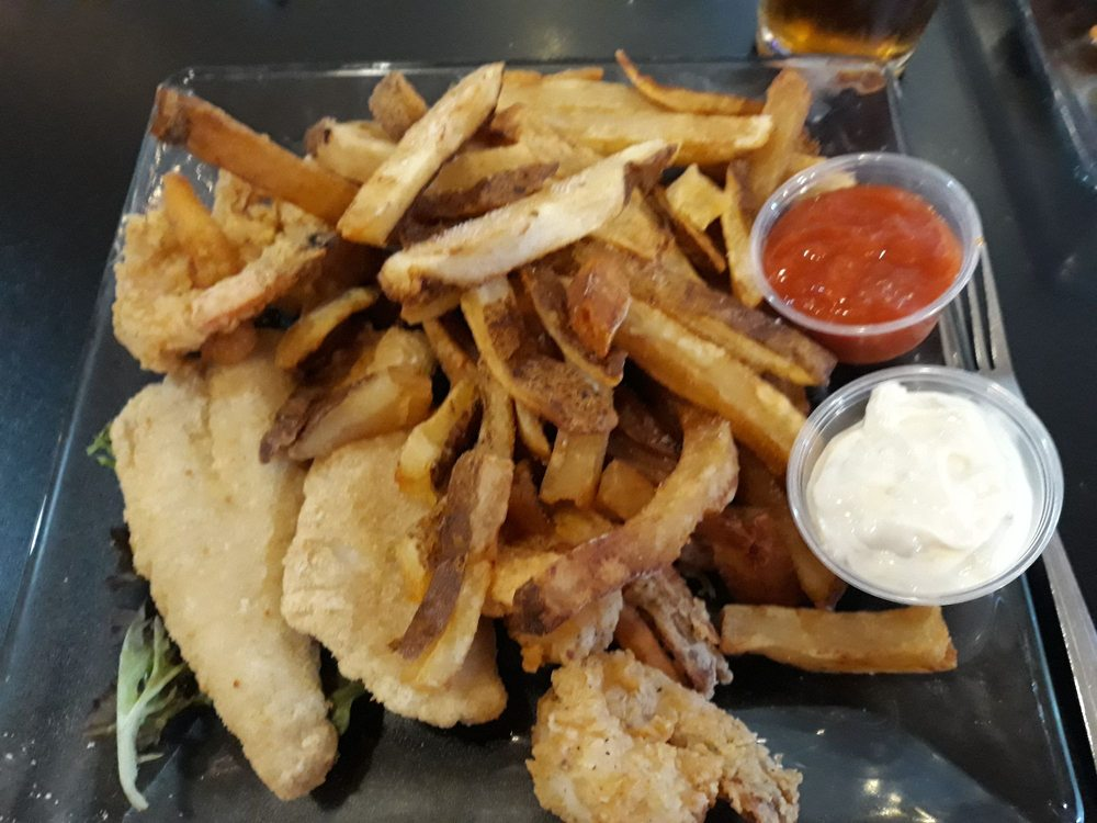 DeMore's Offshore Bar & Grill: 302 W Perkins Ave, Sandusky, OH