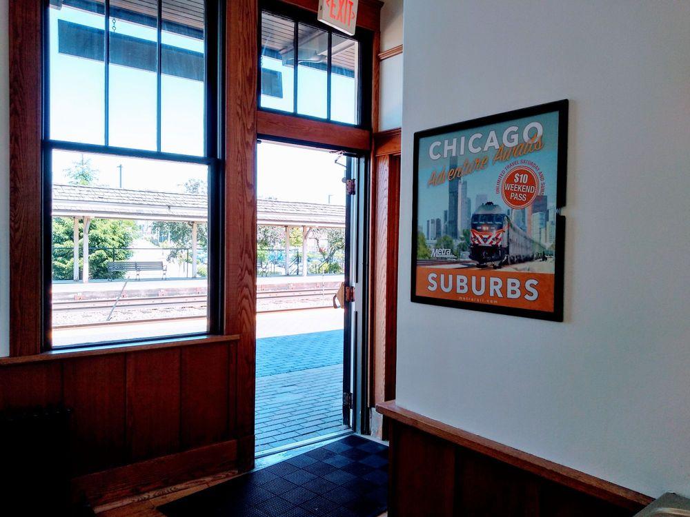 Deerfield Train Station: 840-916 Park Ave, Deerfield, IL