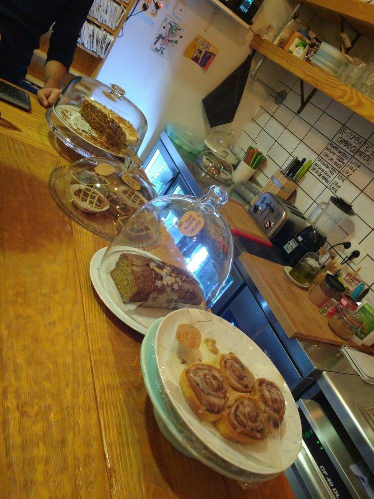 Super 8 Cine & Café