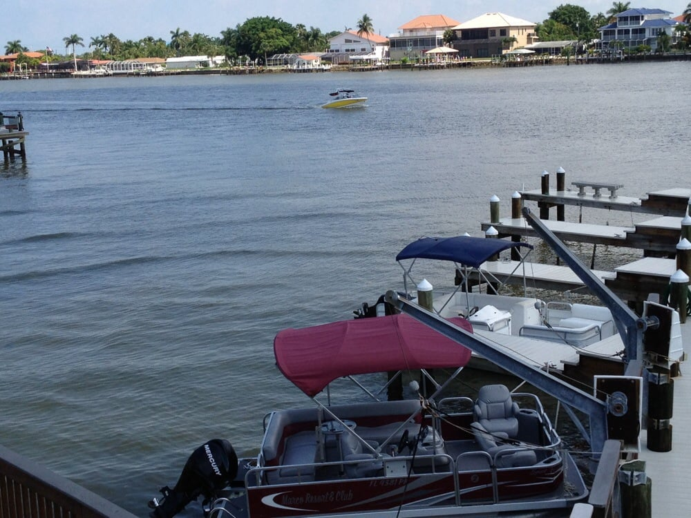 Rental boat and fishing pier behind complex yelp for Fishing resorts in florida