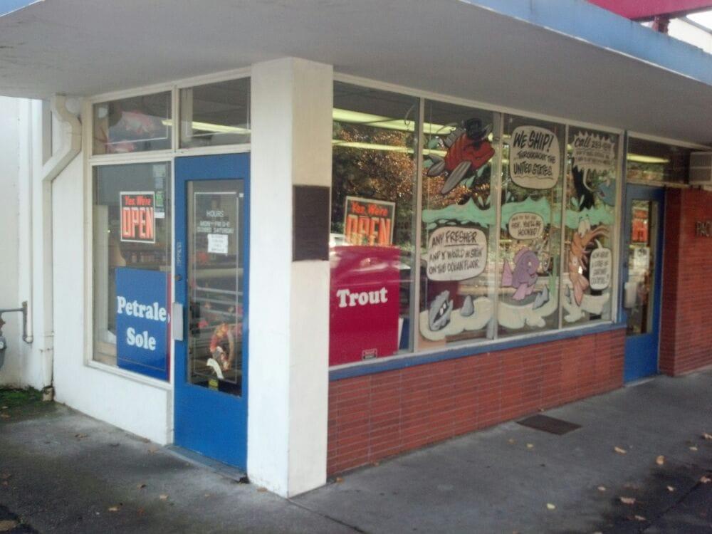 Pacificseafood seafood markets 15 reviews 3380 se for Portland oregon fish market