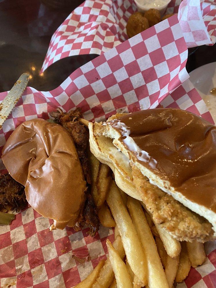 M & R Grill: 1720 N Buckeye Ave, Abilene, KS