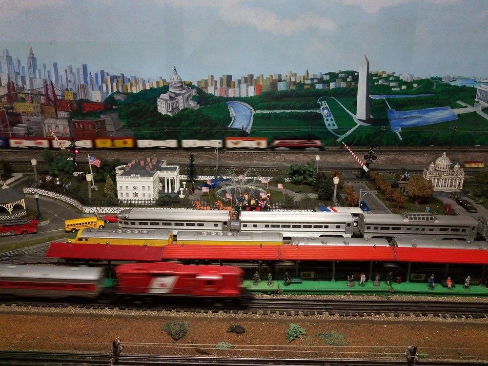 Trainland USA: 3135 Hwy 117 N, Colfax, IA