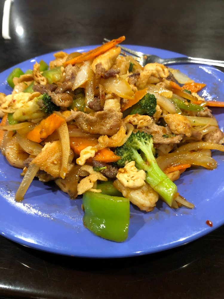 Hubilai Mongolian Stir Fry: 130 N Poplar St, Searcy, AR