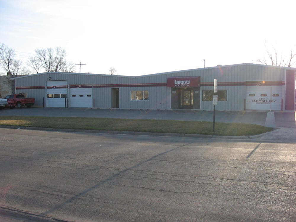 Larry's Auto Body: 128 16th St N, Moorhead, MN