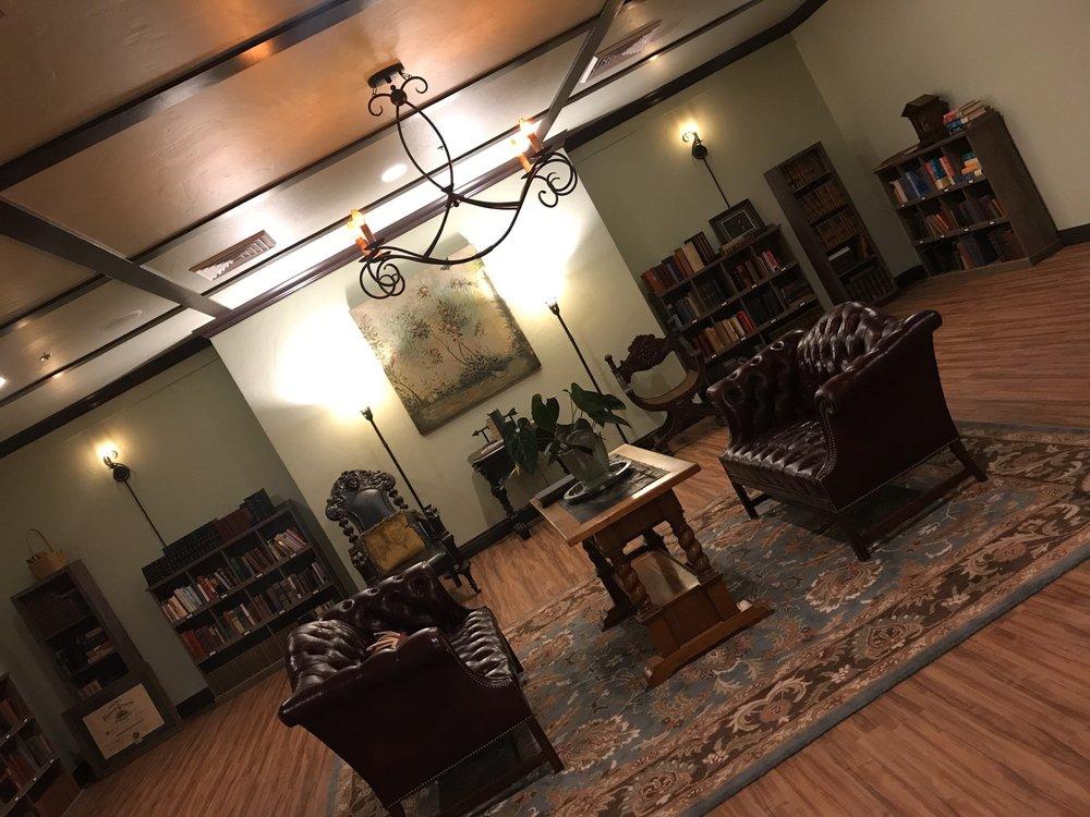 Benbow Historic Inn: 445 Lake Benbow Dr, Garberville, CA