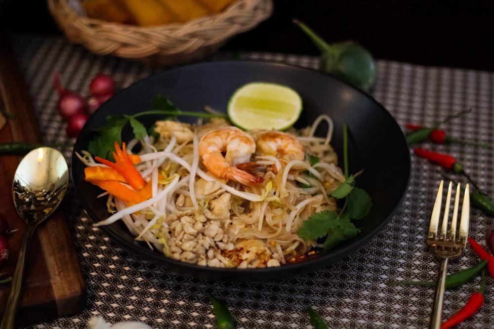 Rice Noodle Thai: 9523 Q St, Omaha, NE