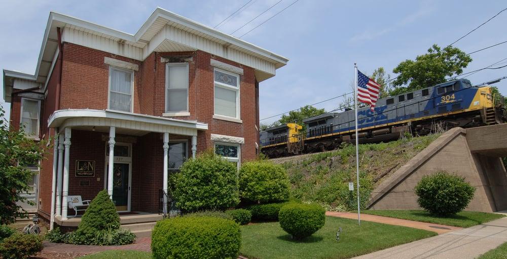 L & N Bed and Breakfast: 327 N Main St, Henderson, KY