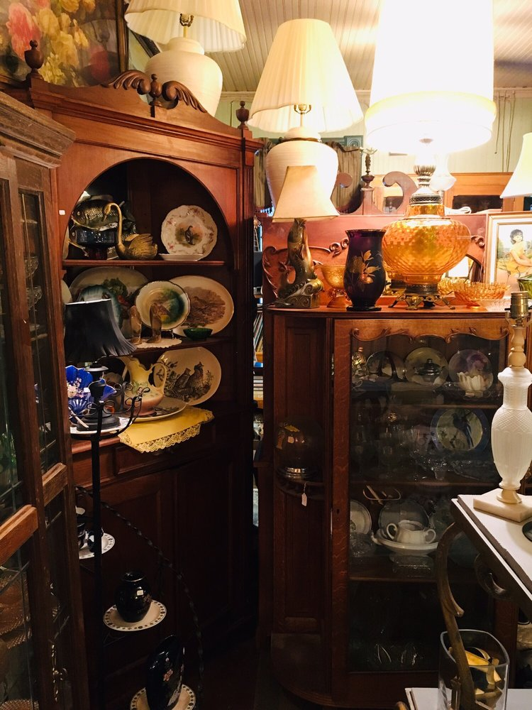 Old Windmill Antiques: 409 Main St, Shubert, NE