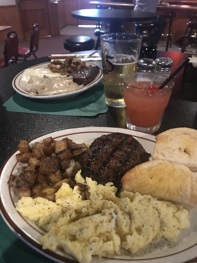 Casey's Iron Horse Saloon: 520 N Gateway Dr, Madera, CA