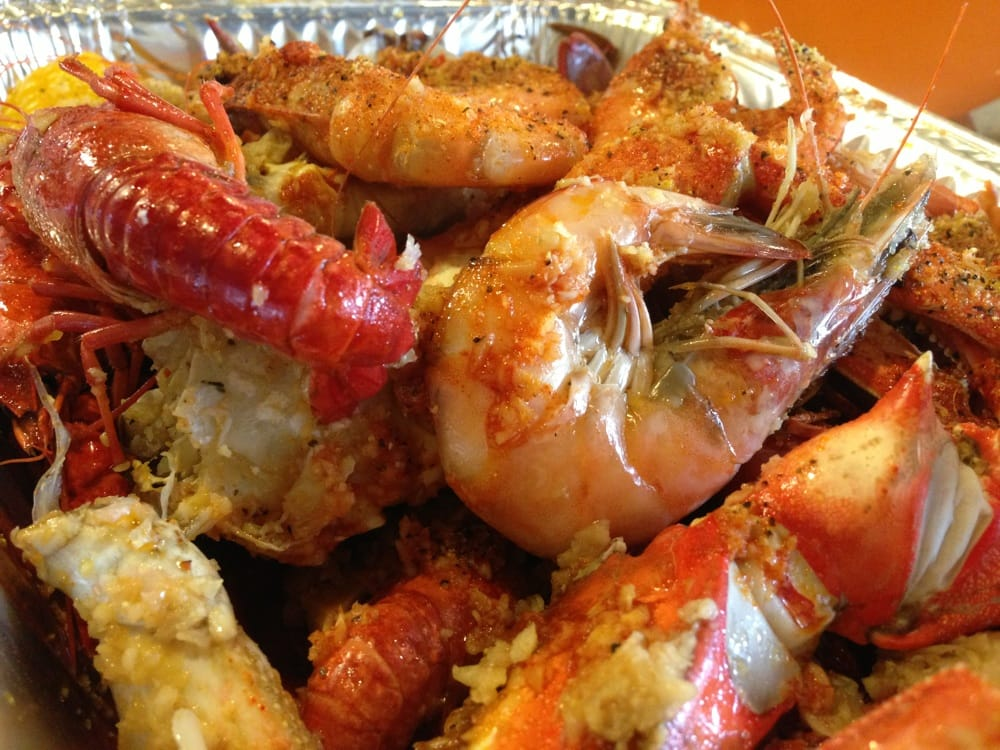 """The """"Ultimate"""" Combo with crawfish, shrimps, blue crabs ..."""