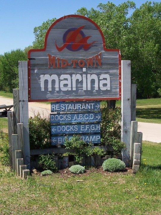 Mid-Town Marina: 285 5th St, East Dubuque, IL