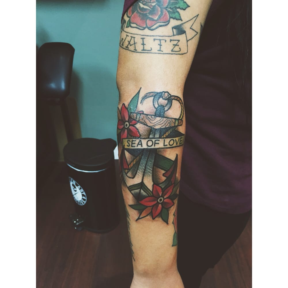 Red dagger tattoo studio 42 photos 18 reviews tattoo for Studio 42 tattoo
