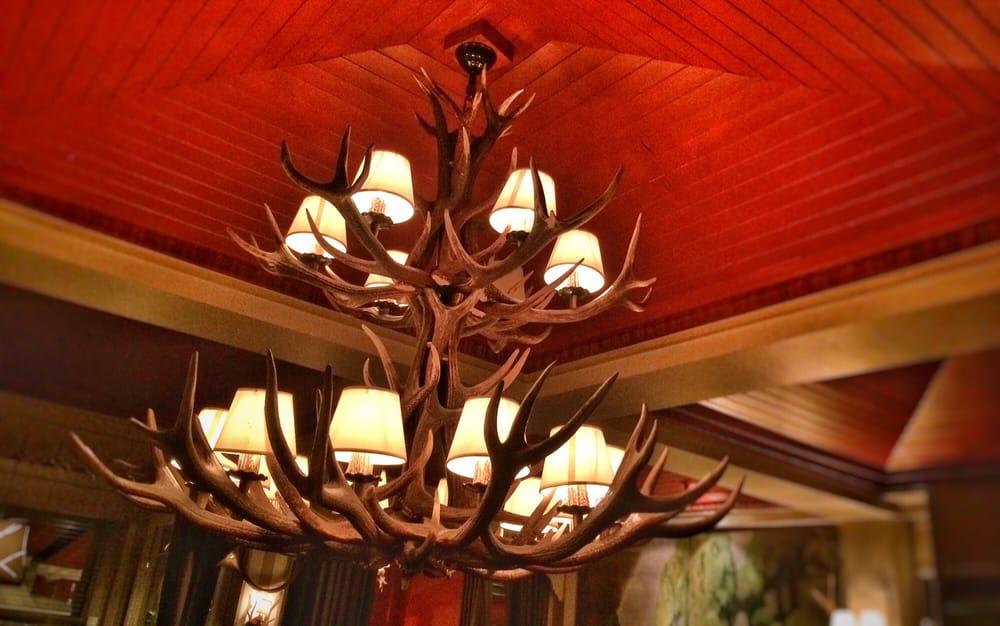 L 39 immense lustre de la salle manger yelp for Salle a manger yelp