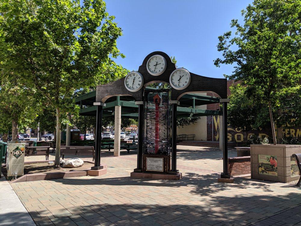 Ed Hales Park: N 5th St, Redlands, CA