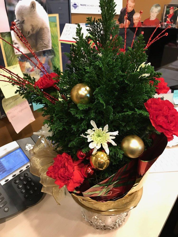 Cornerstone Flowers: 202 1/2 N Pacific Ave, Kelso, WA