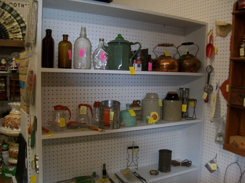 B & J Antiques: 1034 State Hwy 32 S, Sullivan, IL