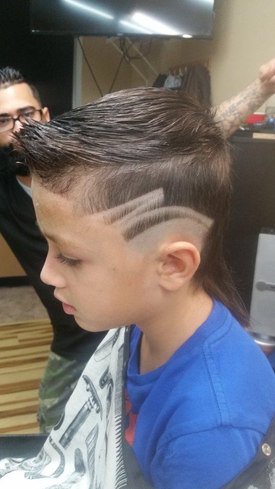 Razors Barbershop: 617 State Rd, Croydon, PA