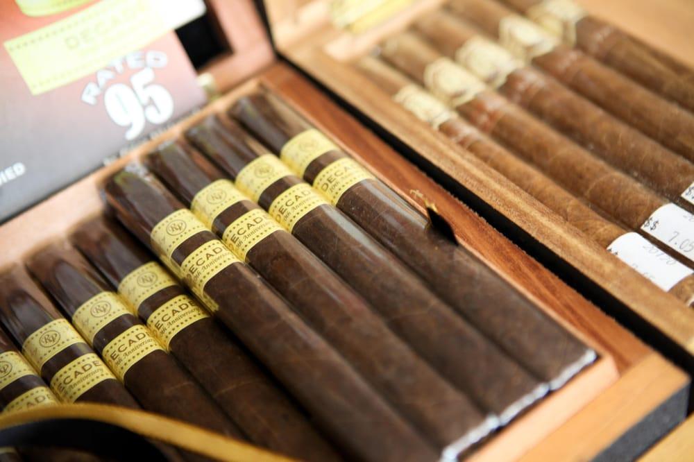 El Cigar Shop: 401 W Glenside Ave, Glenside, PA
