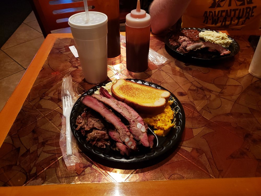 Kelly's Bar-B-Que: 806 E Town Ave, Geneva, AL