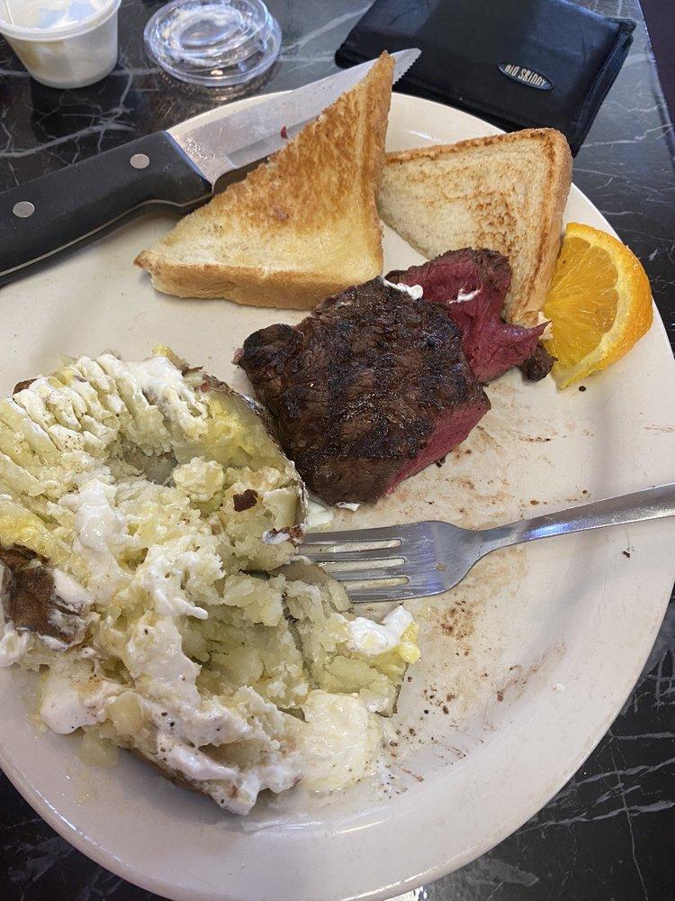 Townhouse Supper Club: 520 N Adams St, Wellsburg, IA