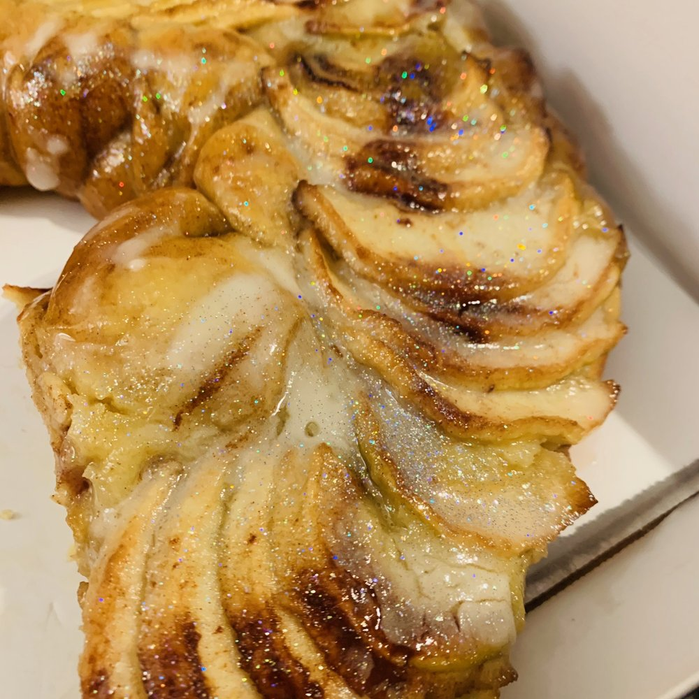 Caluda's King Cake: 1536 River Oaks Rd W, Harahan, LA