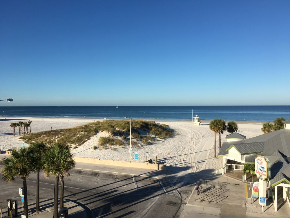 Palm Pavilion Inn: 18 Bay Esplanade, Clearwater Beach, FL