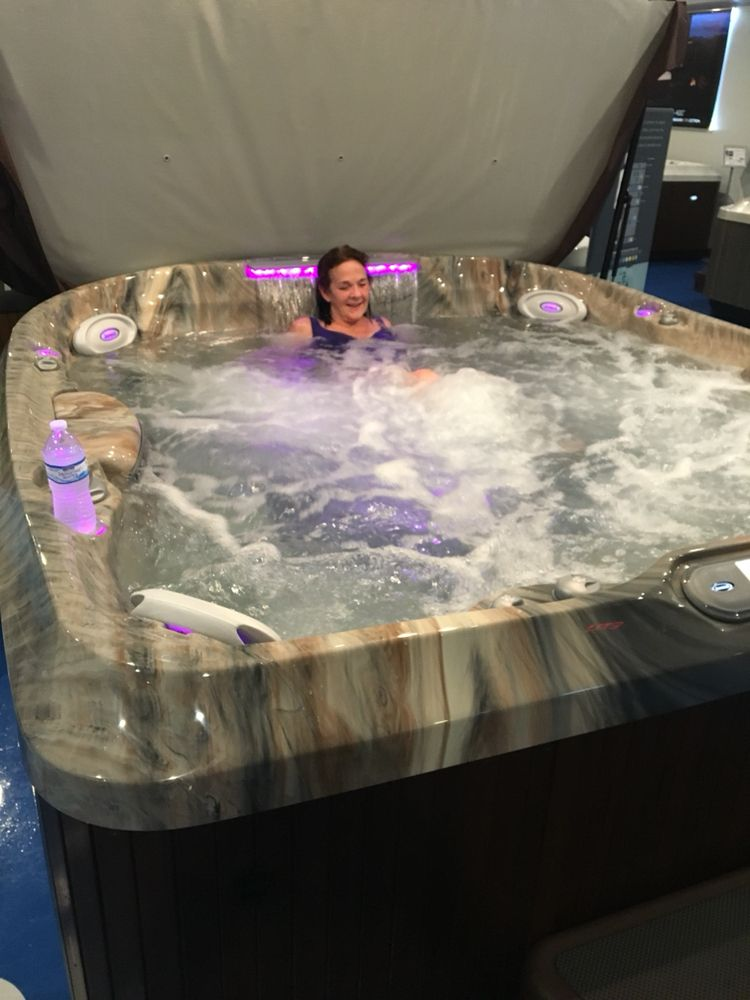 Wet test our Jacuzzi J480 to discover the best hot tub experience in ...