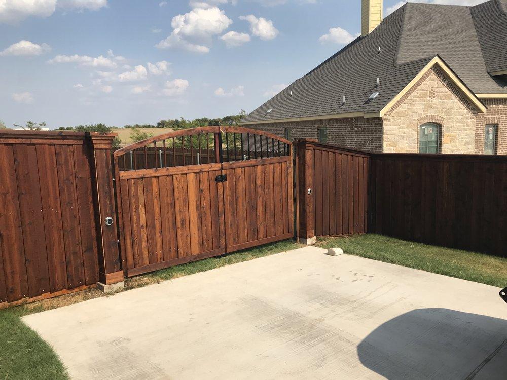 Ellis Exteriors Custom Fences: 104 Mulkey Rd, Waxahachie, TX