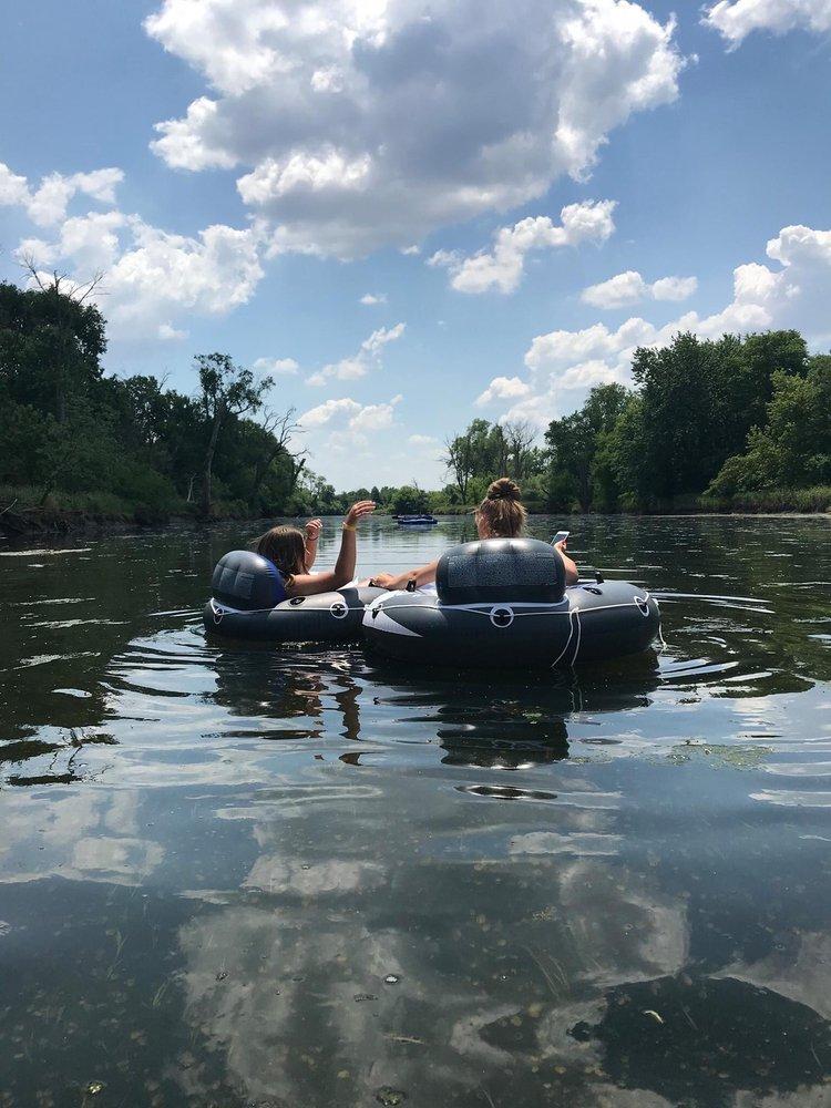 Plainfield River Tubing: Countryman Dr, Plainfield, IL