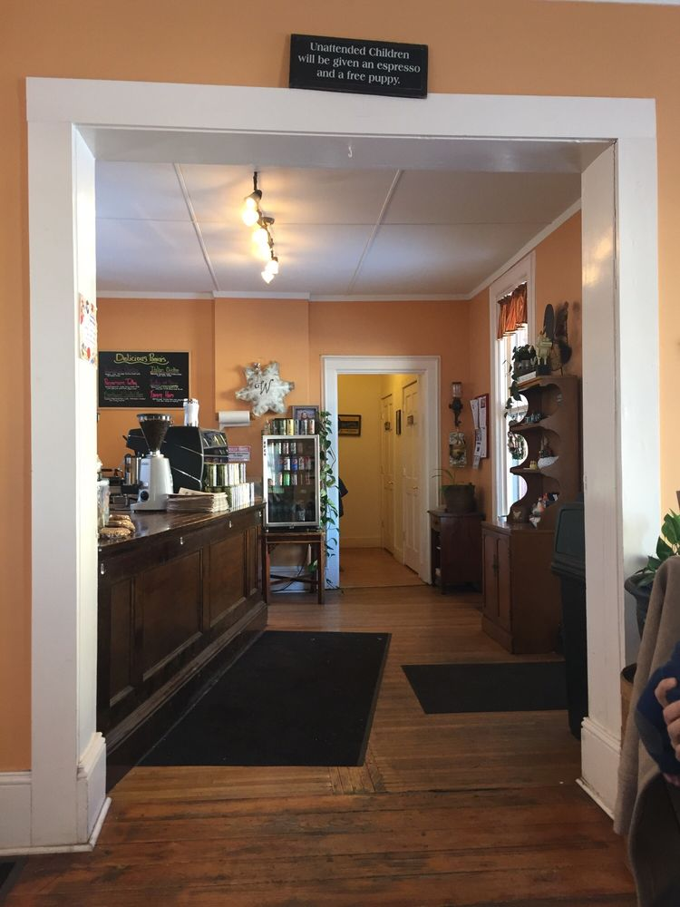 Country Morning Coffee: 205 W 1st St, Kewanee, IL
